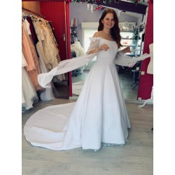 Robe de mariée blanche moyenâgeuse
