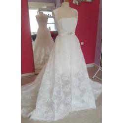 Manteau traine en dentelle pour robe de mariée