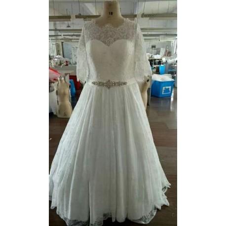robe de mariée en dentelle avec traine amovilble