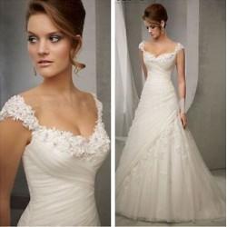 robe de mariée avec pétales de fleurs