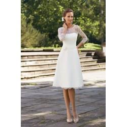 robe de mariée courte avec manches toute en dentelle